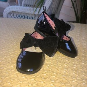 Black patent Mary Jane's toddler size 5